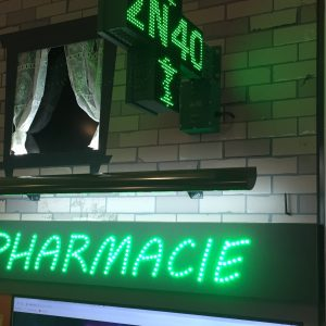 Enseigne lumineuse pour pharmacie croix et neon