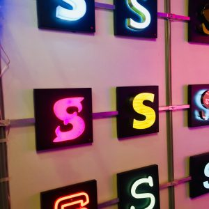 Lettres découpées lumineuses pour enseignes